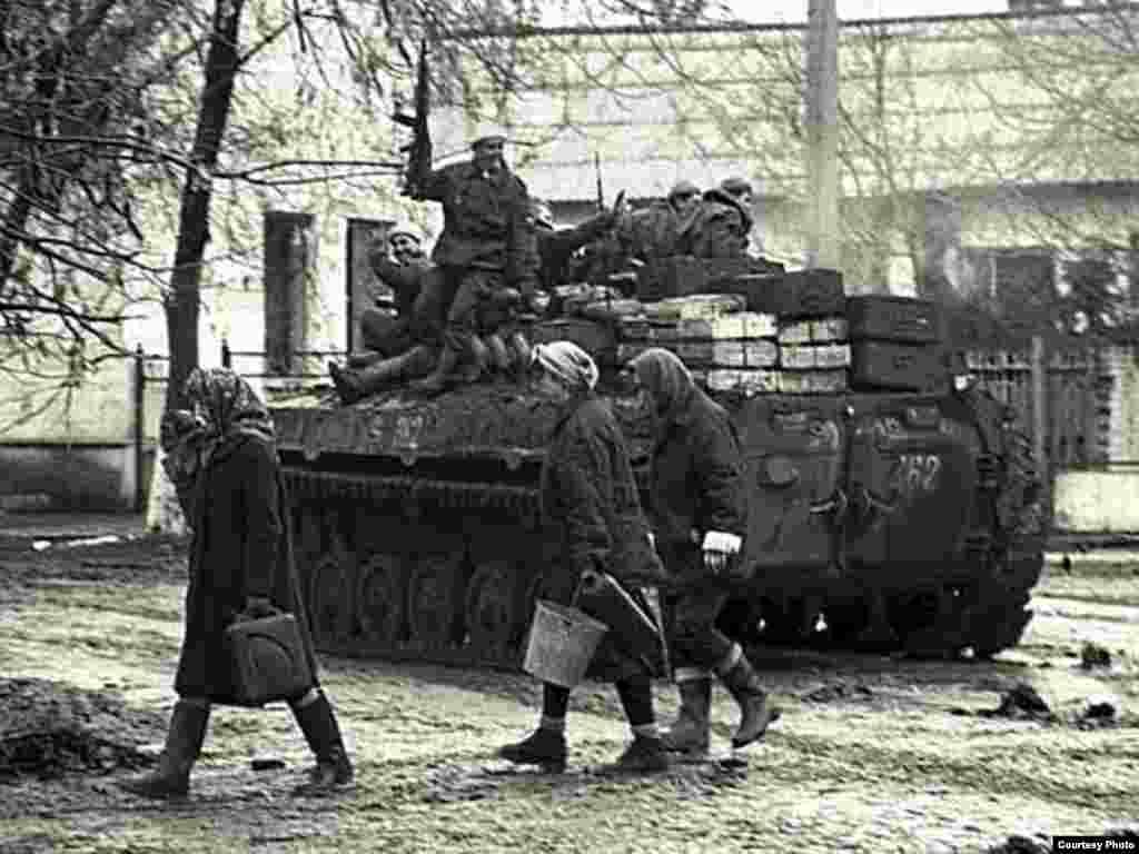 Бахархой а, оьрсийн салтий а Соьлж-ГIалахь, хьалхара тIом, 1995