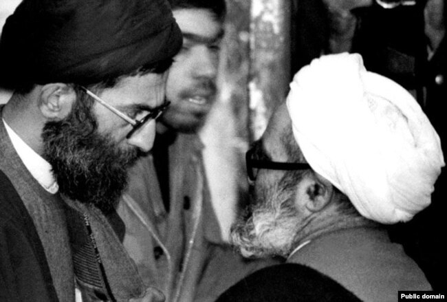 آیتالله منتظری قائم مقام وقت رهبری در گفتوگو با علی خامنهای رئیسجمهور وقت