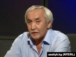 Филология илимдеринин доктору, профессор Курманбек Абакиров. 21.7.2016.