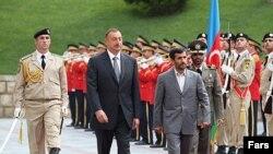 احمدی نژاد در سفر به باکو در ماه اوت، روابط دو کشور را رو به گسترش توصیف کرد.