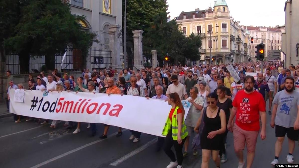 Belgrade Protest No. 28 Targets Finance Minister's Doctoral Degree