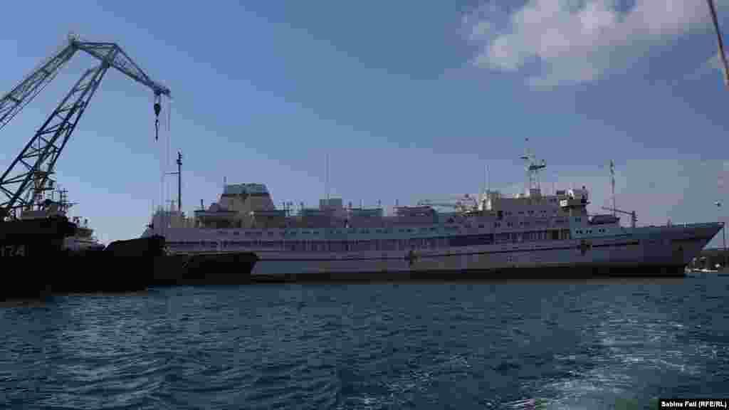 Военный корабль-госпиталь, относится к флоту Российской Федерации