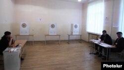 Armenia - A polling station in Yerevan, 6Dec2015.