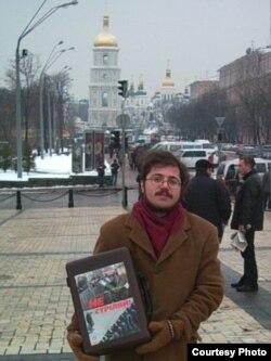 Автор текста в Киеве. 2004 год