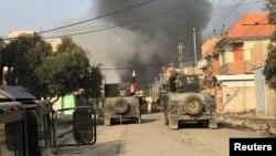 Иракская армия ведет боевые действия против экстремисткой группировки «Исламское государство» в районе к востоку от Мосула. 9 января 2017 года.