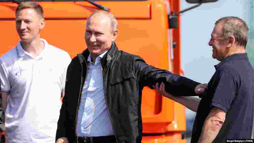«Особенно циничным является тот факт, что его открытие происходит накануне очередной годовщины депортации крымско-татарского народа сталинским режимом», – написал вFacebook'еукраинский президент.