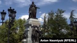 Памятник Екатерине Второй в Симферополе. Фото Anton Naumlyuk (RFE/RL)