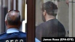 Приговоренного по обвинению в наезде на пешеходов Саида Нури (справа) выводят из здания суда в городе Мельбурне. 28 марта 2019 года.