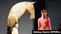 Принц (Ержан Буркит) и конь (Мирас Исаев).