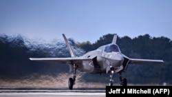 Американский истребитель F-35B.