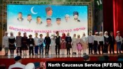 В мероприятии в память о погибших религиозных деятелях участвовали дети