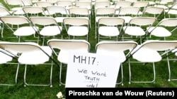 Акция протеста членов семей жертв авиакатастрофы MH17 у посольства России в Гааге, 8 марта 2020 года