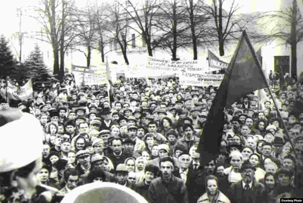 Татар милли хәрәкәте оештырган митинг, Казан, 13 октябрь 1991 - Нурулла Гариф фотосы