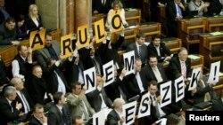 «Ջոբբիկ» կուսակցության պատգամավորները Հունգարիայի խորհրդարանում, արխիվ