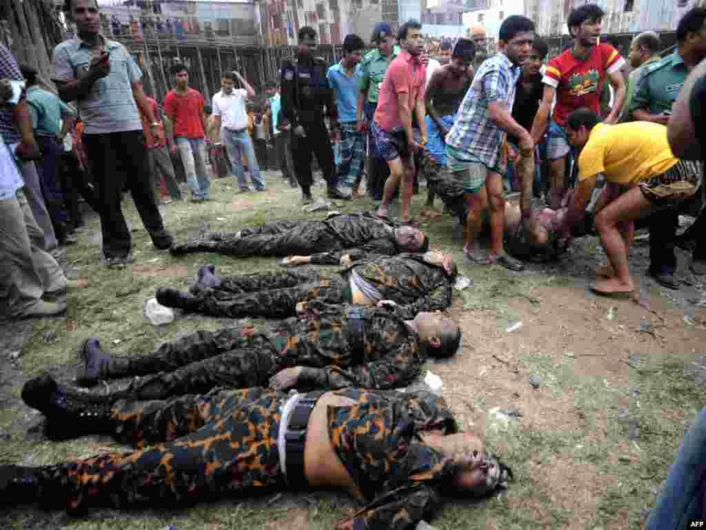 50 офицеров погибли в результате мятежа недовольных зарплатой пограничников в Бангладеш