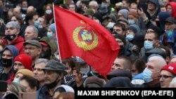 На 25 септември руските комунисти протестираха срещу резултатите от парламентарните избори, които смятат за фалшифицирани. Протестът не беше разрешен от властите.