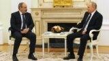 Премьер-министр Армении Никол Пашинян (слева) и президент России Владимир Путин, Москва, 6 апреля 2021 г.