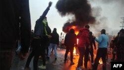Häkimiýetler protestlere berk jogap berjekdiklerini duýdurdylar.