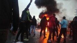 İranda yanacağın bahalaşmasına etiraz edilir