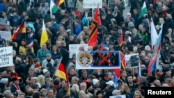 PEGIDAнын демонстрациясы. Дрезден, 19-октябрь, 2015-жыл.