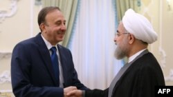 Иран президенті Хассан Роухани (оң жақта) Сирия парламенті спикері Мохаммад әл-Лахаммен кездесіп тұр. Тегеран, 2 маусым 2015 жыл.