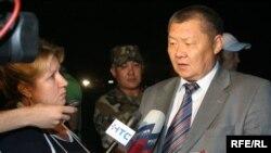 """Deputat To'qo'n Mamitov """"Chiyabo'rilar vaqti"""" kitobining nashr qilinishida o'zbek liderlarini ayblamoqda."""