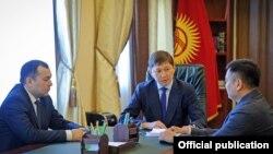 Премьер-министр Сапар Исаков на совещании с вице-премьерами.