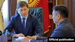 Дүйшөнбек Зилалиев премьер-министр Сапар Исаковдун кабыл алуусунда.