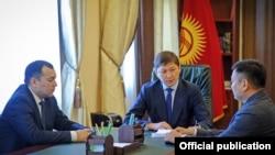 Премьер-министр Сапар Исаков, вице-премьер-министр Дүйшөнбек Зилалиев, вице-премьер-министр Темир Жумакадыров.