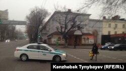 Полицейский автомобиль в Алматы.