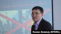 Жарылкасын Жакыпбеков, инженер по гражданской обороне и чрезвычайным ситуациям библиотеки № 5. Астана, 2 февраля 2017 года.