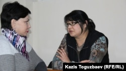 Kazakh journalist Guzyal Baidalinova (right) and her lawyer Inessa Kisileva confer in Almaly district court in December.