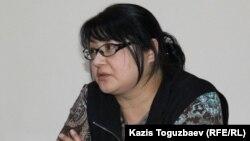 Nakanune.kz сайты редакторы әрі меншік иесі Гузяль Байдалинова сотта отыр. Алматы, 26 желтоқсан 2015 жыл.