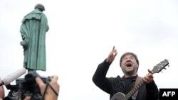 Юрий Шевчук на митинге в защиту Химкинского леса на Пушкинской площади