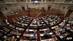 На заседании парламента Греции.