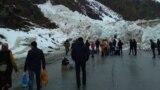 Вечером 13 марта на 246-м километре автодороги Бишкек - Ош (ущелье Чычкан Токтогульского района Джалал-Абадской области) сошла снежная лавина объемом 2,5 млн кубометров, шириной 200 метров и длинной 250 метров, высотой 50 метров.