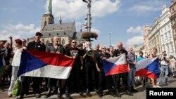 Удзельнікі антыцыганскай акцыі ў горадзе Плзэнь