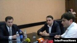 В понедельник был первый рабочий день нового губернатора Шида Картли Зураба Арсошвили (крайний слева)
