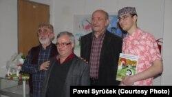 Soldan sağa: rejissor Elçin Hami Axundov, kitabın sponsoru Ələkbər İlyasov, rejissor Məsud Pənahi və Rəşid Ağamalıyev.