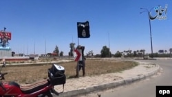 """Флаг группировки """"Исламское государство"""". Иллюстративное фото."""