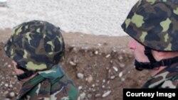 Ադրբեջանցի զինծառայողներ, ախիվ