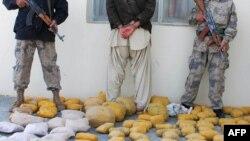 د افغان امنیتي ځوکونو لخوا نیول شوي مخدره مواد.