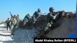قوات كردية على الحدود مع سوريا