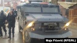 Поліція Косова в Митровиці під час затримання сербського урядовця, 26 березня 2018 року