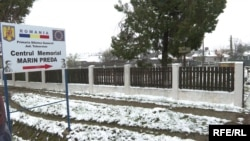 Casa memorială Marin Preda găzduiește biblioteca sătească. La anul, Dorel Petrescu speră să reconstruiască Poiana lui Iocan, în curte.