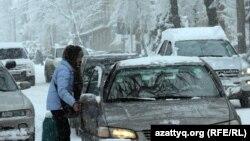 Алматы қаласындағы жол қозғалысы. Көрнекі сурет