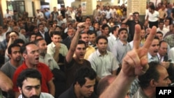 Iran -- Opposition supporters gather to mark the death anniversary of prominent revolutionaries killed in a bombing 28 years ago, at Ghoba mosque in Tehran, 28Jun2009