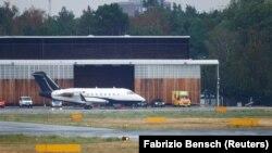 Авионот со кој беше пренесен рускиот опозициски лидер Алексеј Навални на аеродромот во Берлин