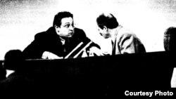 """Аляксандар Фядута і Аляксандар Лукашэнка ў Авальнай залі, 1994 год. Здымак з газэты """"Свабода"""""""
