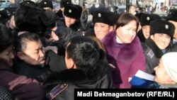 Үлескерлер ЕҚЫҰ саммиті қонақтарына арызданбақ болды. Алматы, 30 қараша 2010 жыл.